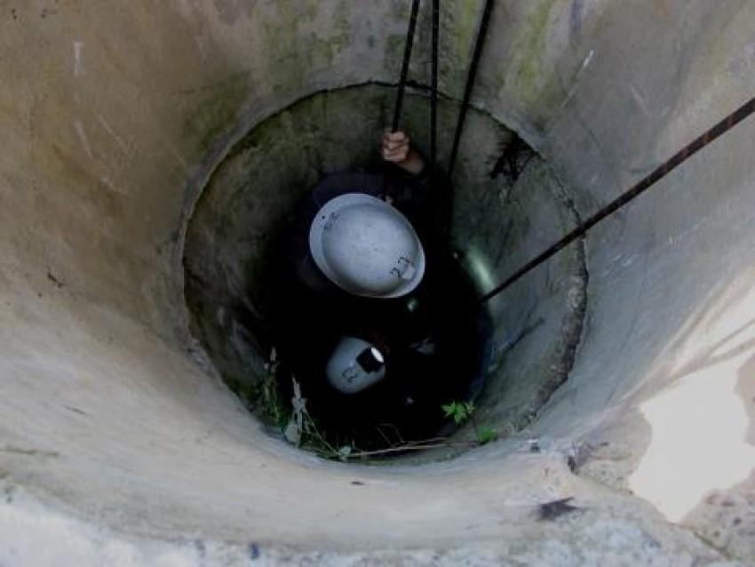 La un pas de tragedie. O femeie din Dondușeni a căzut într-o fântână