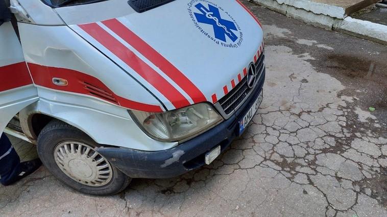 Minoră de 11 ani spulberată pe trecerea de pietoni de o ambulanță