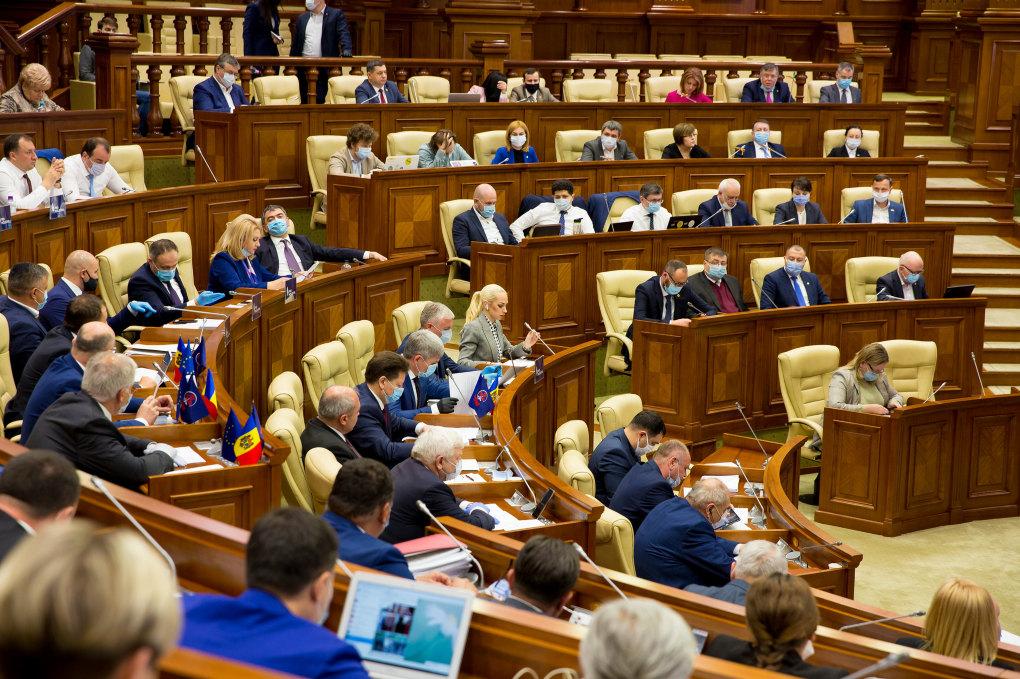 Депутаты парламента ушли на самоизоляцию