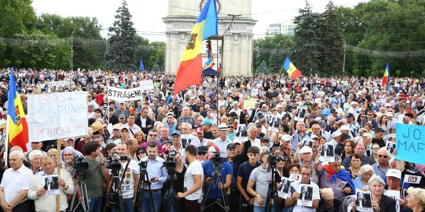 """PAS și Platforma DA: Vom organiza contra-proteste dacă Dodon își va trimite oamenii să """"dărâme"""" Curtea Constituțională"""