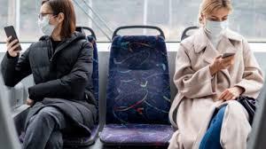Во Франции обязали носить маски в общественном транспорте до ноября