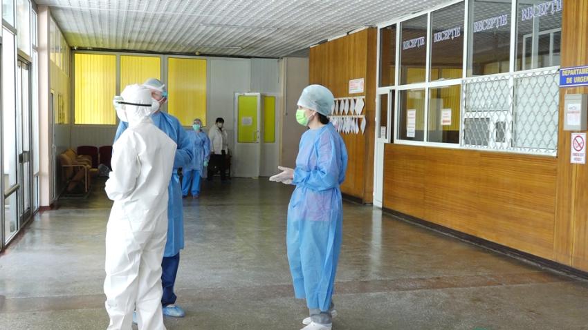 Medicii din Bălți lucrează la limita puterilor pentru a-i trata de coronavirus pe cei care trebuie să stea acasă