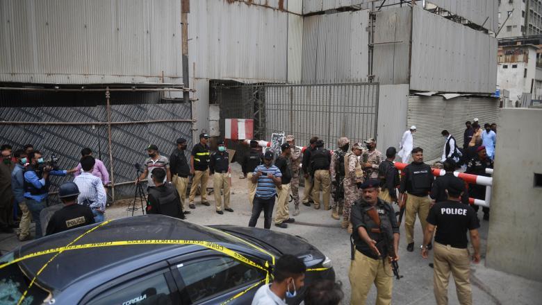 VIDEO | Atac armat la Bursa din Pakistan. Cinci oameni au murit