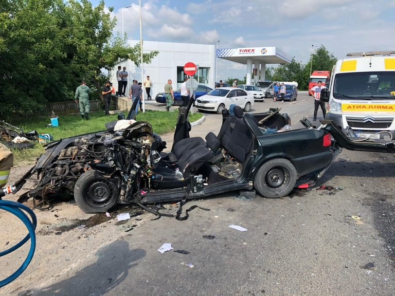 VIDEO | Doi tineri de 19 și 24 de ani, victime ale accidentului matinal de la Bălți