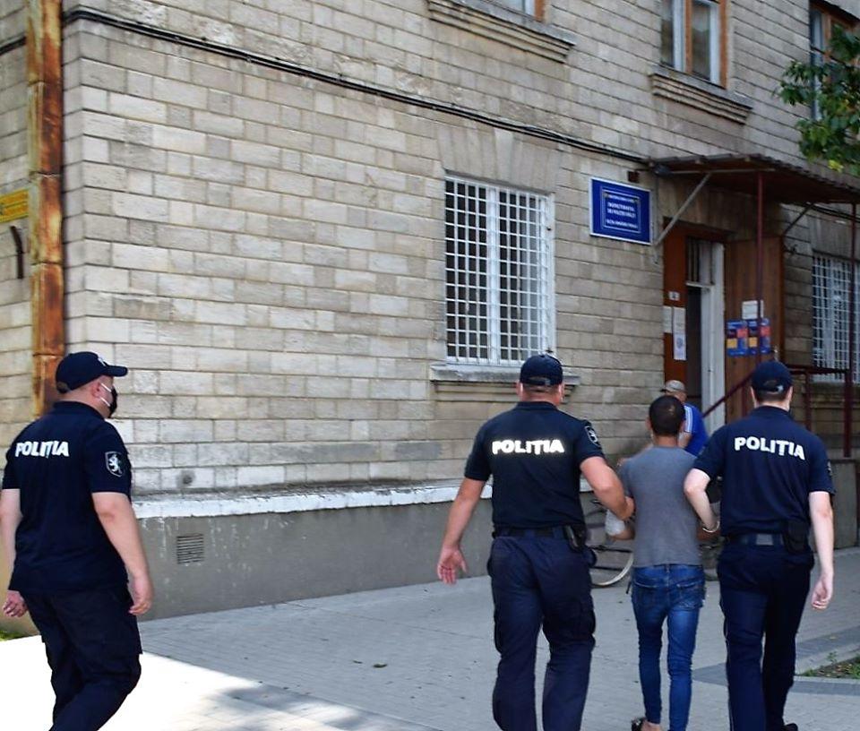 Două femei din Bălți, jefuite în plină stradă. Făptașul a fost reținut