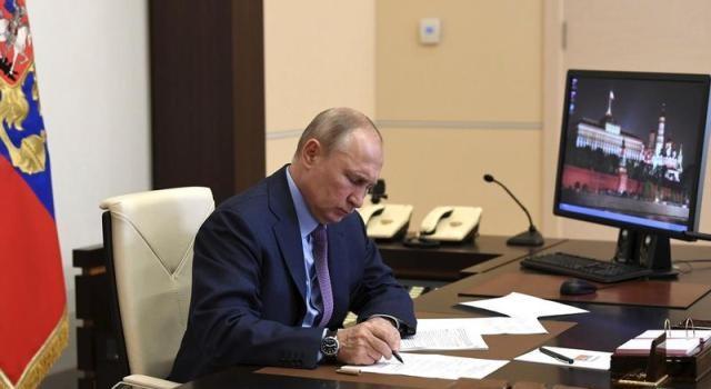 Rusia expulzează doi diplomați cehi