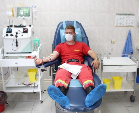 FOTO| 60 de salvatori și pompieri au donat sânge pentru tratarea pacienților aflați în stare gravă