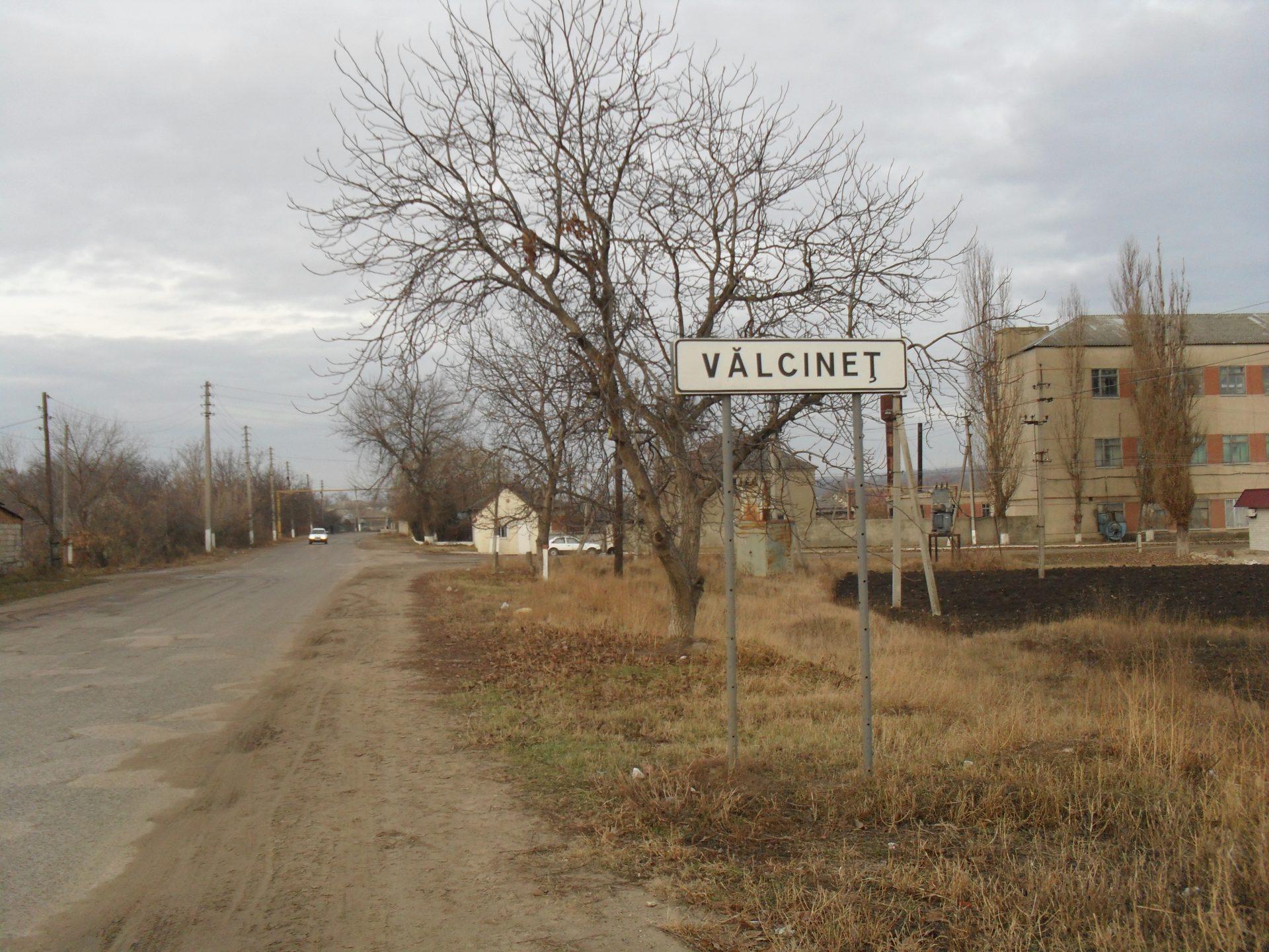 Primarul comunei Vălcineț ar fi vândut ilegal cimitirul satului și zeci de hectare de pâmânt