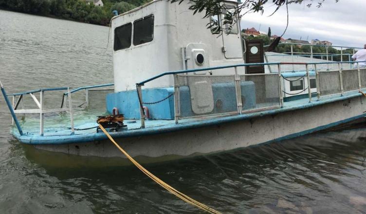 Avarie cu scurgere de produse petroliere în râul Nistru