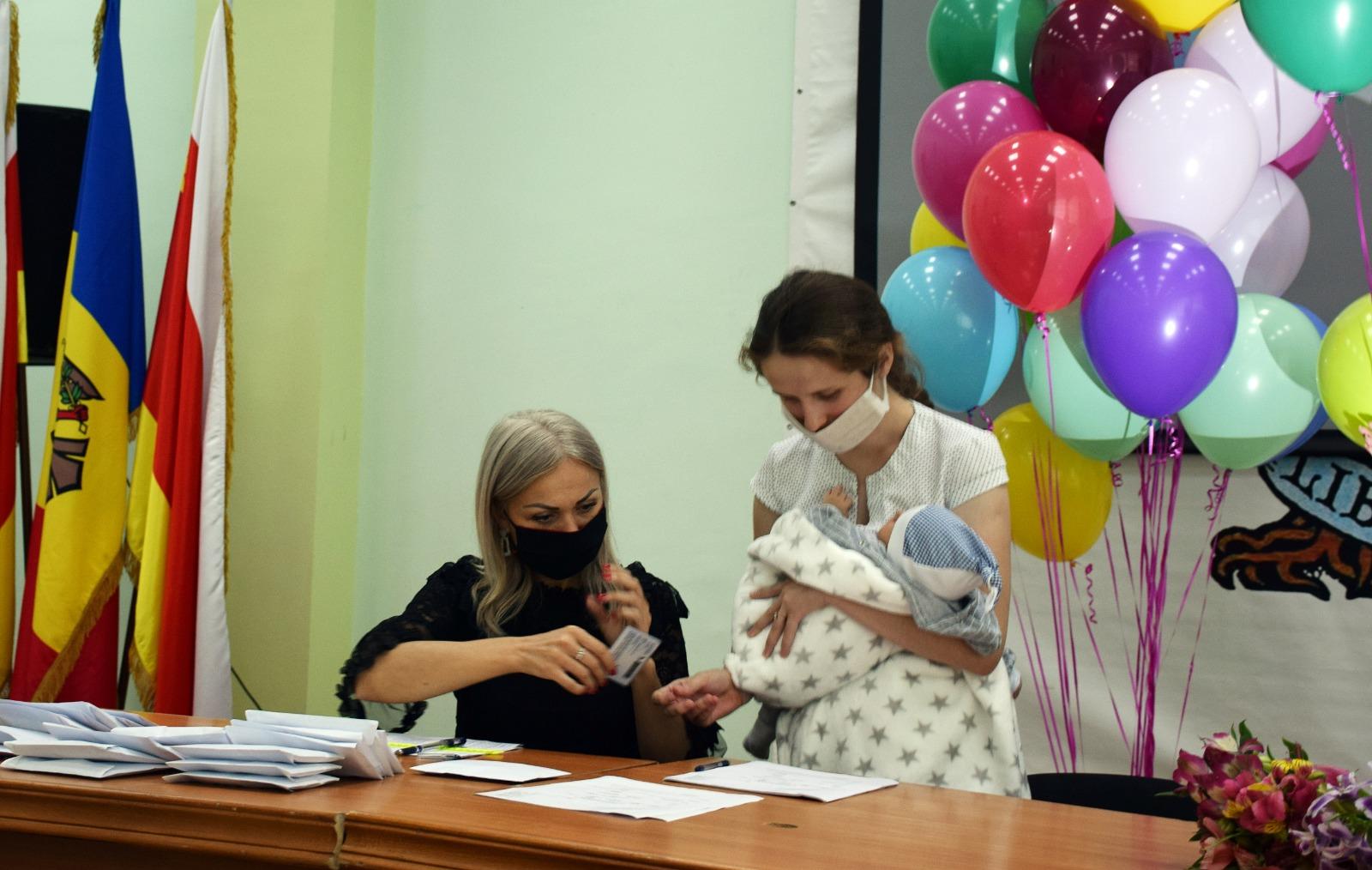 Alte 25 de familii din Orhei și-au ridicat indemnizațiile unice la nașterea copilului în sumă de 7000 și 10000 de lei