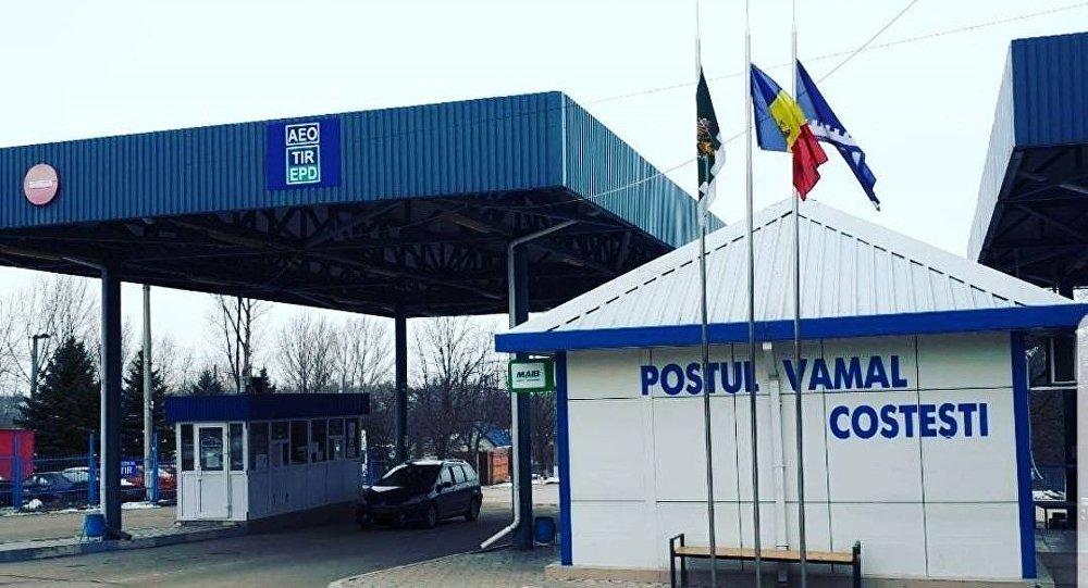 Punctul de trecere a frontierei Costești-Stânca și-a reluat activitatea