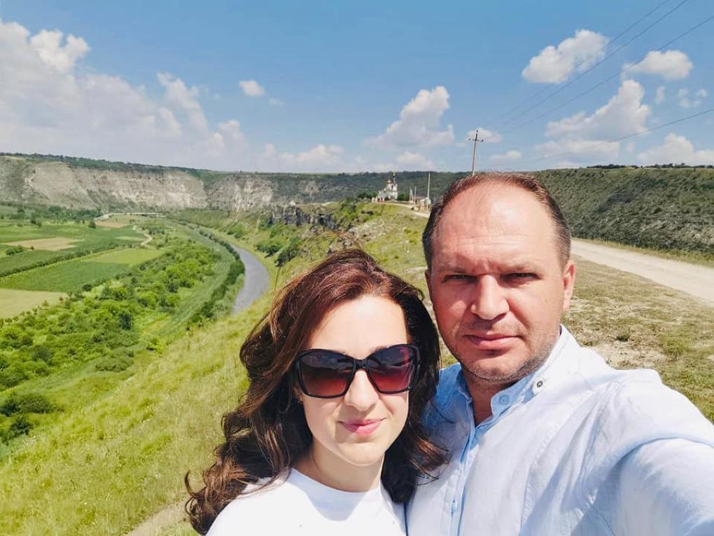 Soția primarului general al Capitalei, salariată la holdingul media al lui Igor Dodon. Ion Ceban: Fotografiază copii…