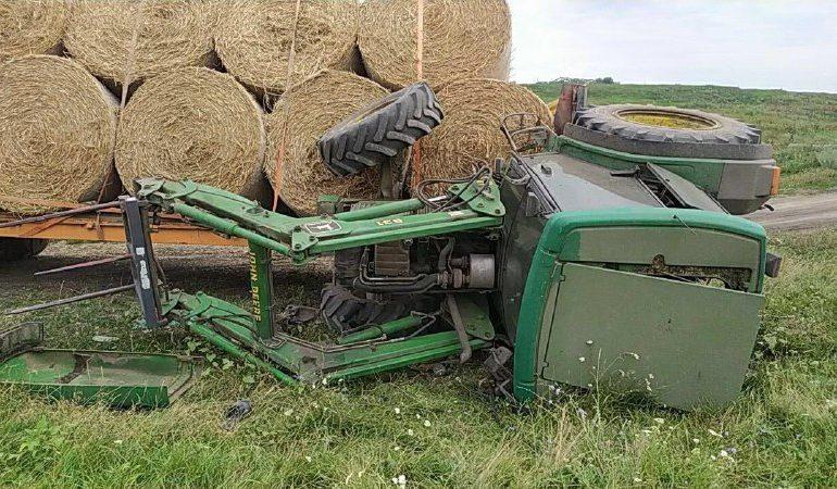 Un bărbat din Edineț a ajuns la spital, după ce tractorul pe care-l conducea s-a inversat