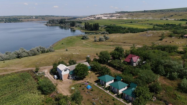 VIDEO |  Pandemia de Covid-19 a relansat turismul în Republica Moldova. Pensiunile din nordul țării nu fac față solicitărilor