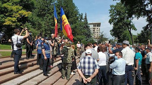 LIVE  Protest în centrul capitalei. Veteranii cer demisia președintelui Dodon și a actualei guvernări