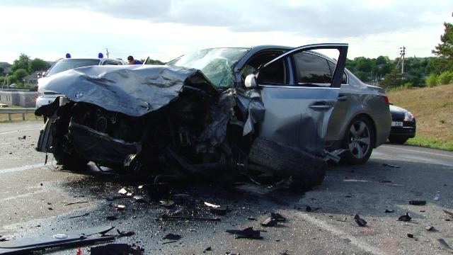ВИДЕО | Серьёзная авария в Рышканском районе: два автомобиля столкнулись лоб в лоб