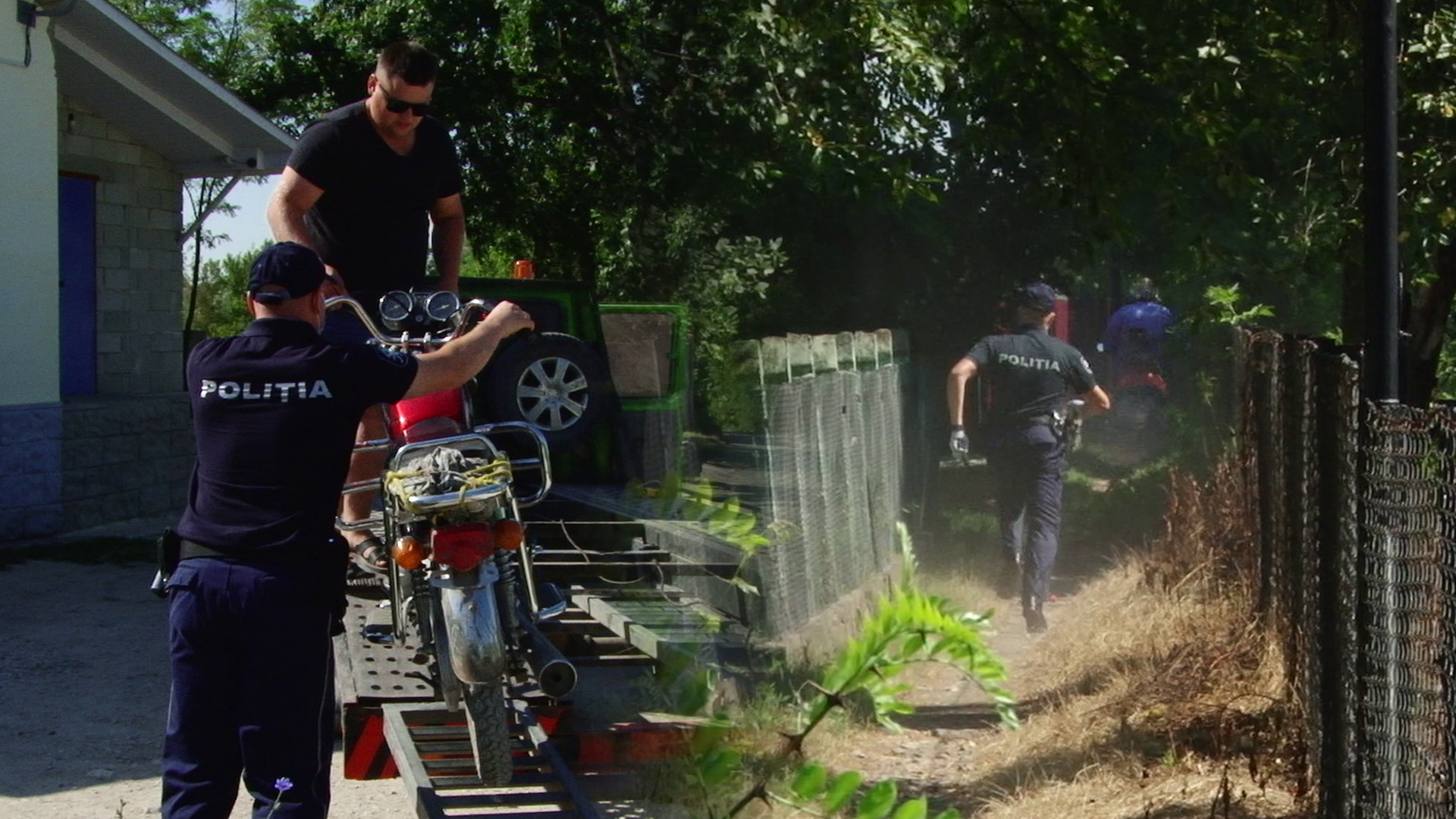 VIDEO | O razie a poliției la Briceni i-a făcut pe mai mulți motocicliști pietoni. Un motociclist a dat bir cu fugiții