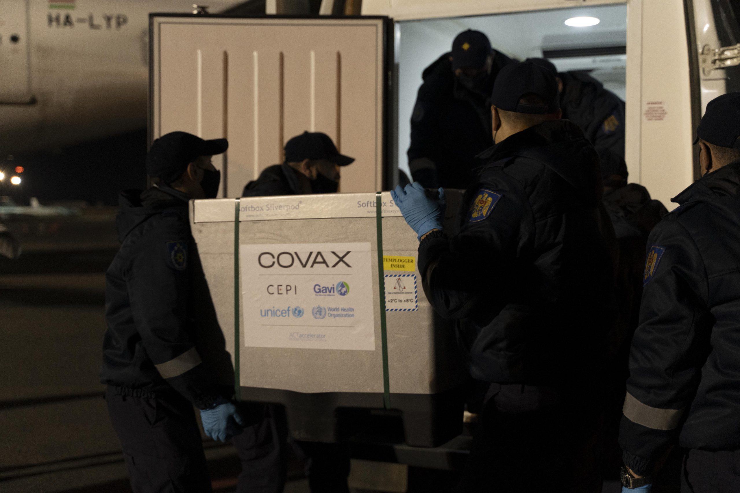 Un nou lot de vaccinuri COVID-19 din partea COVAX ajunge în Moldova